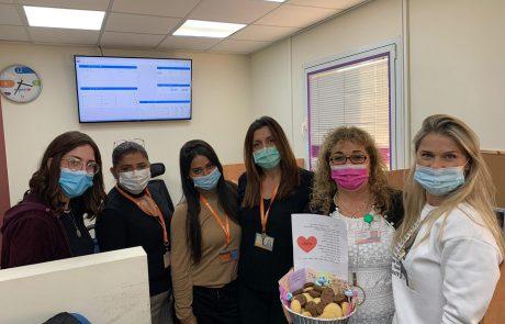 מרגש! תלמידי מקיף' ג' העניקו מארזים מפנקים לצוותים הרפואיים במאוחדת