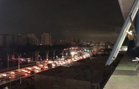 """הפסקות חשמל נרחבות באשדוד וגן יבנה: צוותים של חברת החשמל יצאו לשטח הוזעקו כוחות תגבור לכב""""ה"""